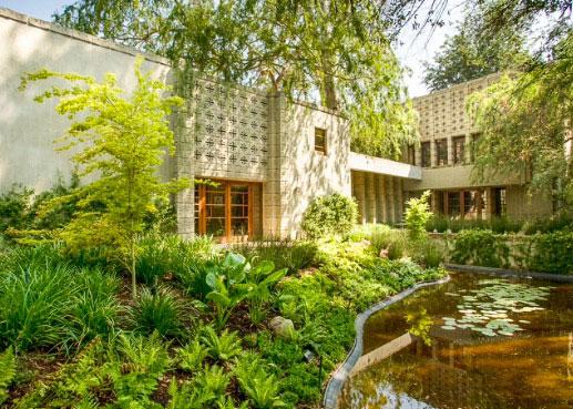 خانه اي براي هيچ فصلي اثر فرانك لويد رايت