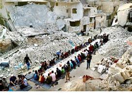 افطار داوطلبان مبارزه با کرونا در حلب سوریه۱۳۹۹